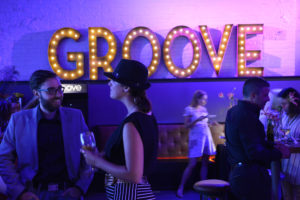 Schmoozin' in the Groove